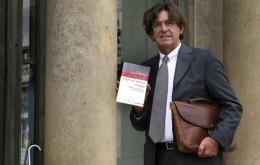 Luc Ferry présente son rapport sur le service civique